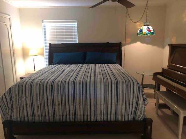 Bedroom #3, King bed