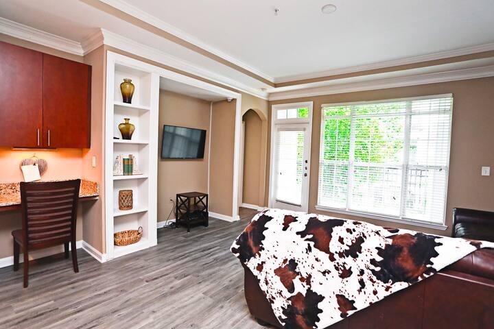 Elegant, Comfy  & Cozy 2 bedroom / 2 bath -