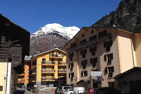 Gorgeous large 2 bedroom apartment - Alagna Valsesia - Apartamento
