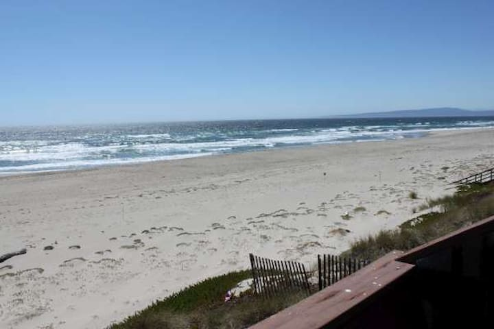 OCEAN FRONT  & ON BEACH(H72) - Watsonville - Haus