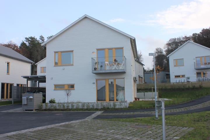 New modern house close to the sea! - Göteborg - Huis