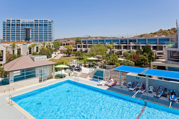 Poolside Suite with Superb View - Herzliyya - Daire