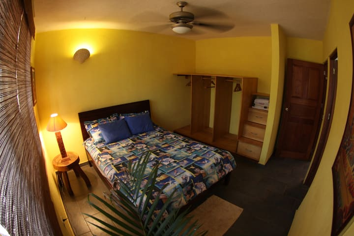 Sunshine Room w/ Queen Bed