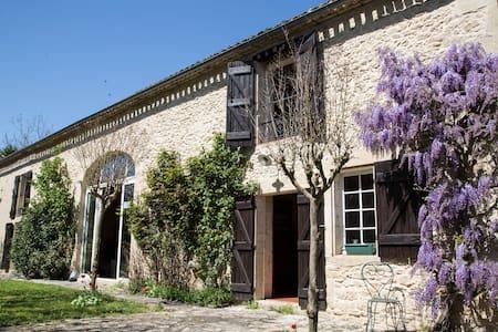 Chambre d'hôtes charme - Le Dropt - Landerrouet-sur-Ségur - 家庭式旅館