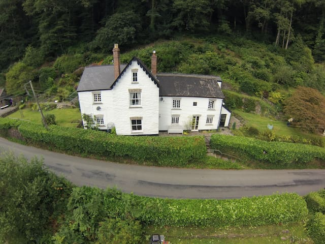 Paddons, An Exmoor home, near town. - Dulverton