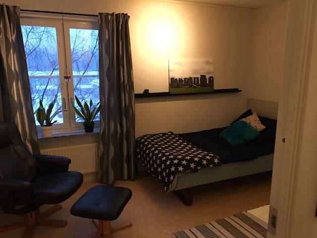 Eget rum i lägenhet, nära sjukhus och universitet