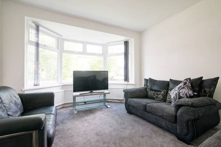 Large 4 Bedroom House Manchester