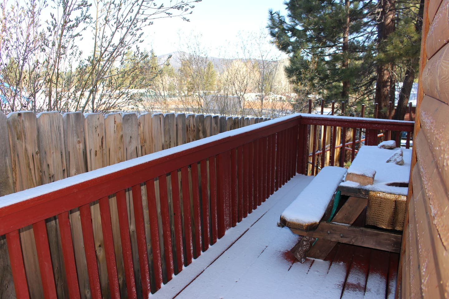 Lakeview porch with picnic table