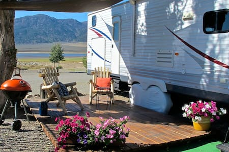 Spacious RV with lake & mountain views - Bridgeport