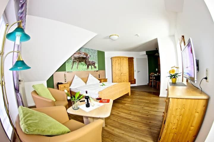 Landhotel Jagdschloss (Windelsbach), Zimmer 23 - Reh mit Gartenblick