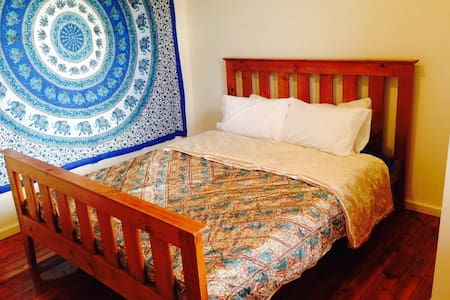 Queen Size bedroom for up to 2 guests. There is also a Single size bedroom available for an additional guest for additional fee. Free onstreet parking.  Quiet neighbourhood, 5 minute walk to restaurants, cafes, supermarket, bus stop, railway station, and Live Music.