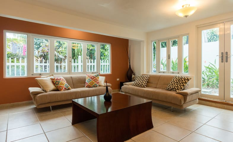 Big, neat, and wonderfully located 2bed/2bath - San Juan - Dom