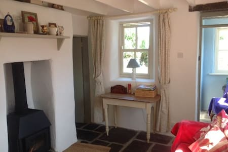 Charming cottage on the coast road - Goleen