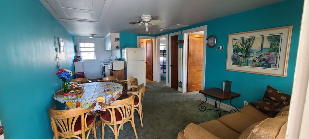 BEST DEAL-Entire Apartment Unit -2 Bedroom + 6 Bed
