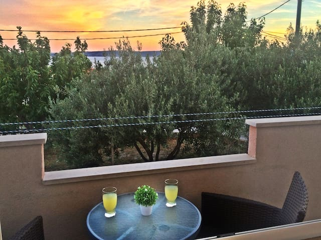 Seaview Apt, Garden & BBQ, close to Split & Trogir