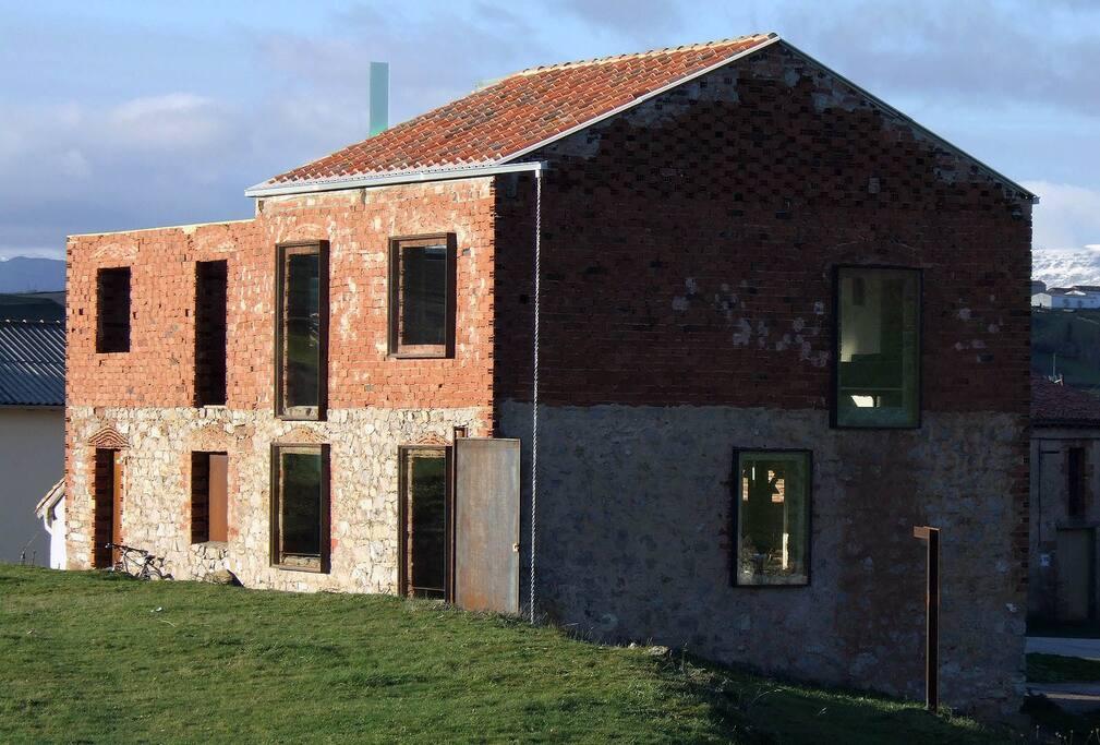 Exterior de La Ruina Habitada