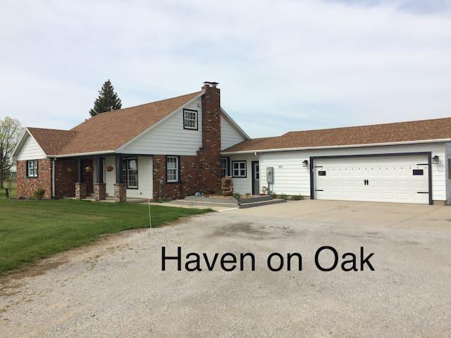 Haven on Oak - Sleep 5 $110- Sleep 10 $160