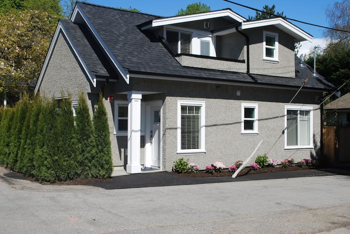 Luxury New 3 Bedroom Coach House - Vancouver - House