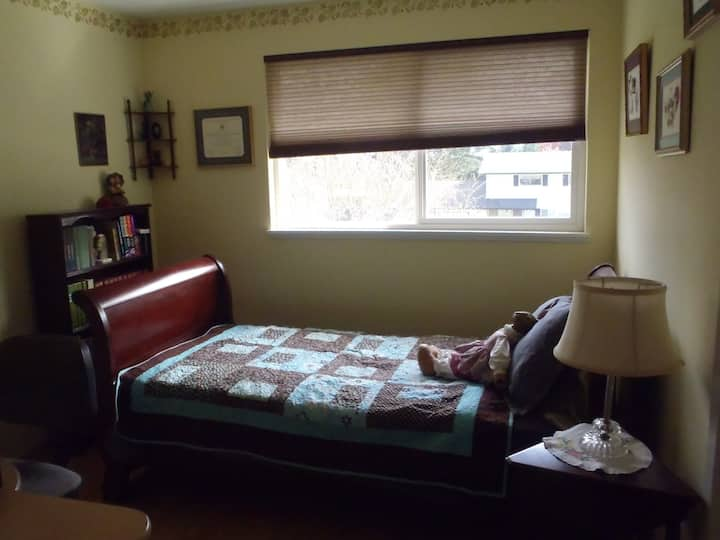 Cozy Sunny Room in Lynnwood