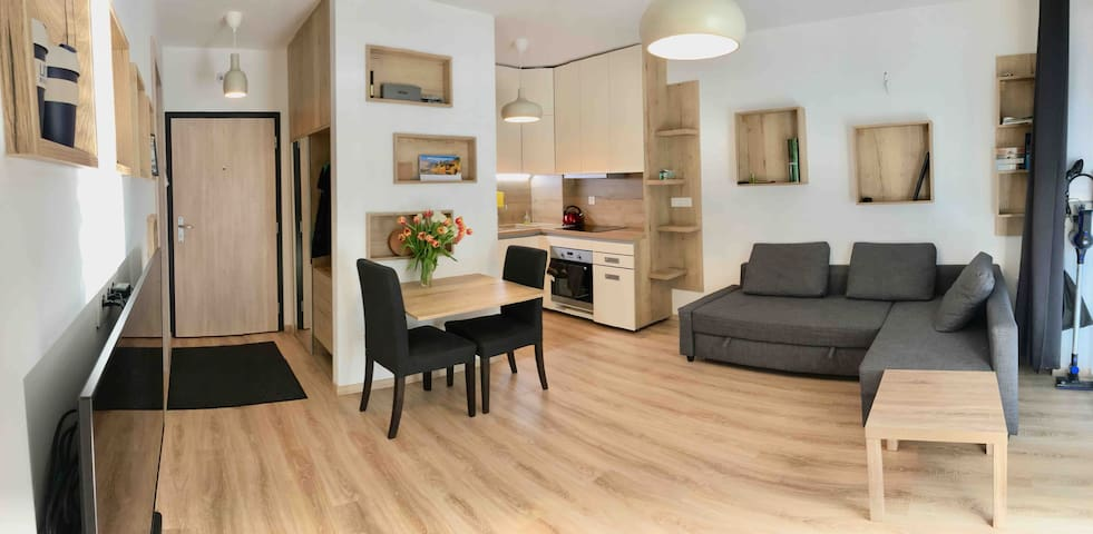 Cozy & homey, close to everywhere, parking, air-co