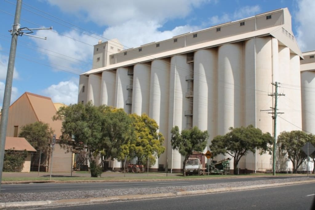 Kingaroy is a farming community.  Peanut silos situated in the main town area.