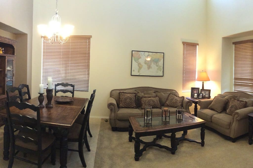 Formal living room.... Family room has tv with cable HBO and netflixs.