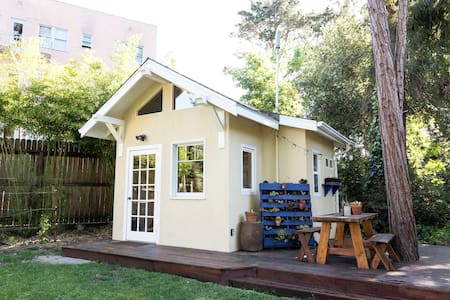 Stylish Tinyhouse in Urban Jungle - Oakland