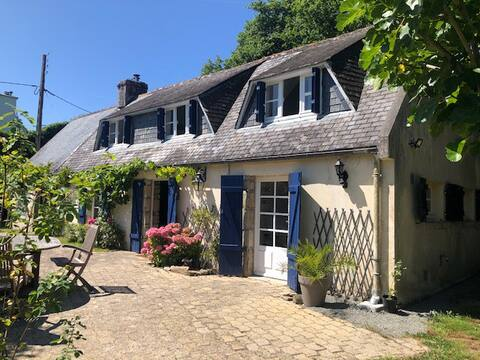 Beautiful Cottage with big garden, near beaches