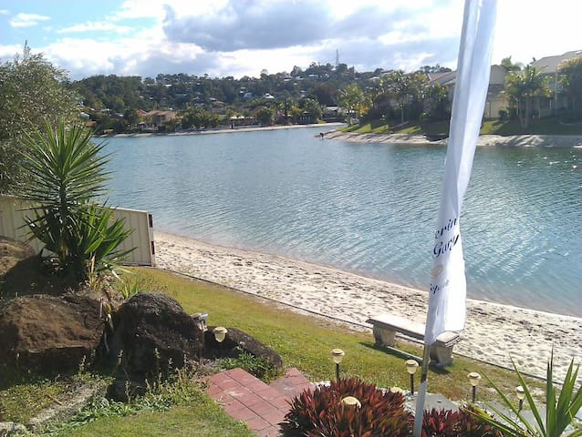 Beautiful waterfront home - Elanora