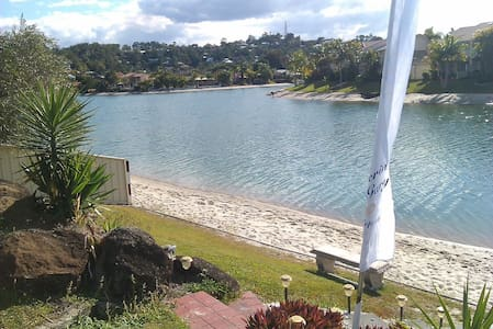 Beautiful waterfront home - Elanora - Hus