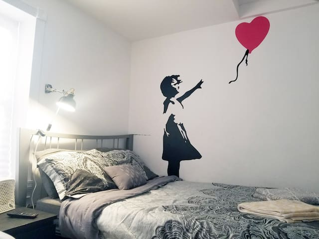 The Banksy Room /Location Free parking and more!!!