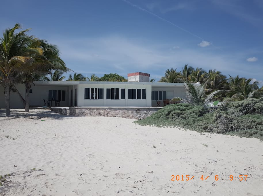 front of the house seen from the beach