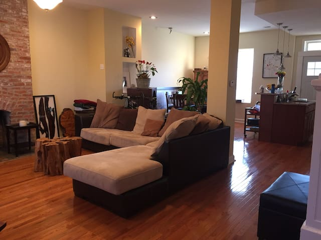 Cozy Bedroom, close many restaurants & main parks - St. Louis
