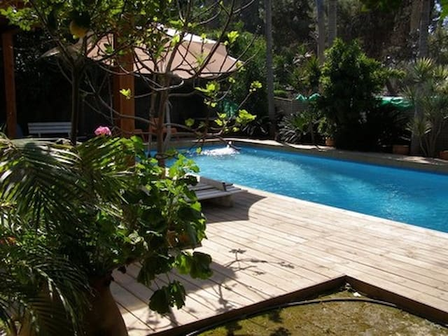 VILLA GILLY+ PRIVATE SWIMMINGPOOL !  FOR 4 PERSONS