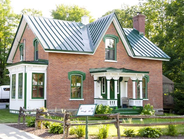 Maison Coslett Saunders - Bedford