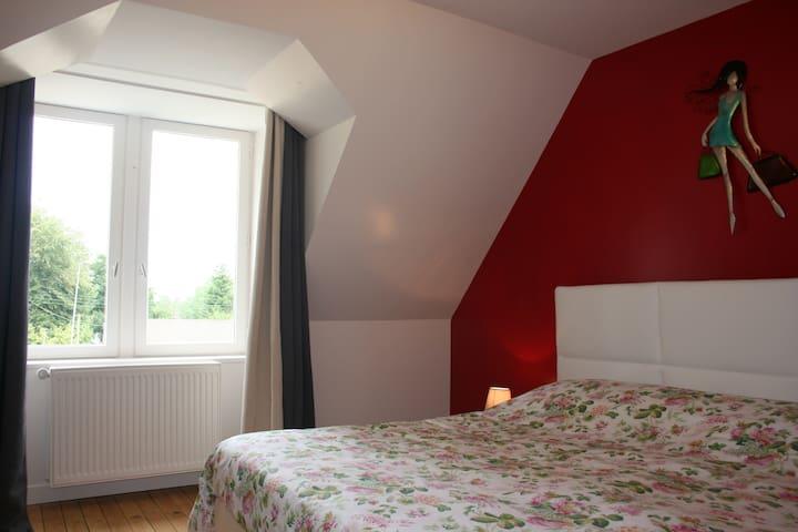 Chambre à l'étage avec un grand lit ou deux lits réunis