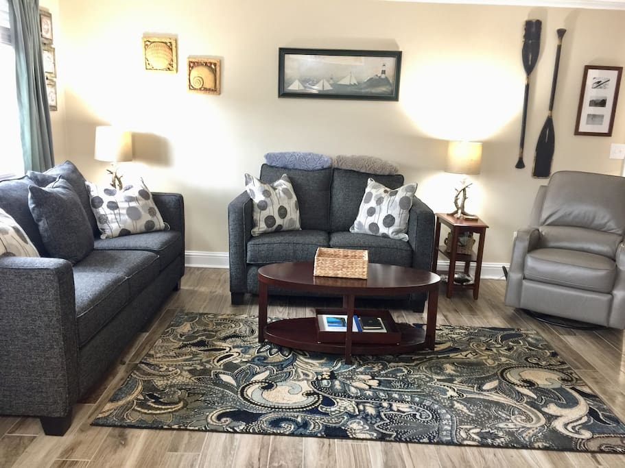 Cozy living room with a leather recliner, comfortable furniture, big screen TV, wi-fi, movies, games,  books... all the relaxing, beach essentials.
