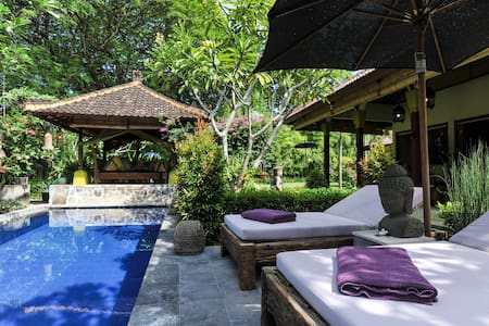 Bali-Style 3 Bedroom Villa, 250m from Sanur Beach
