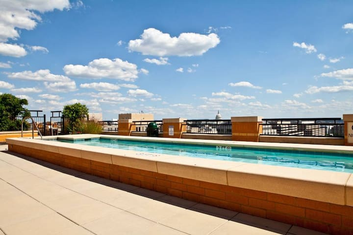 Luxury 2BD/2BA Apt, Heart of Downtown DC+Free Park