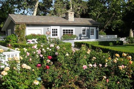 Charming English Country Cottage - Montecito - Talo