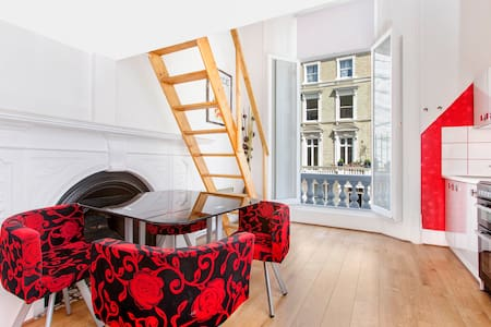 Maisonette With Small Balcony *8* - London - Apartment