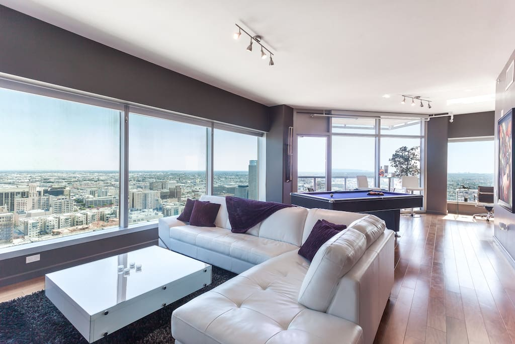 Urban downtown la pool table penthouse suite 5beds for Penthouse apartment los angeles