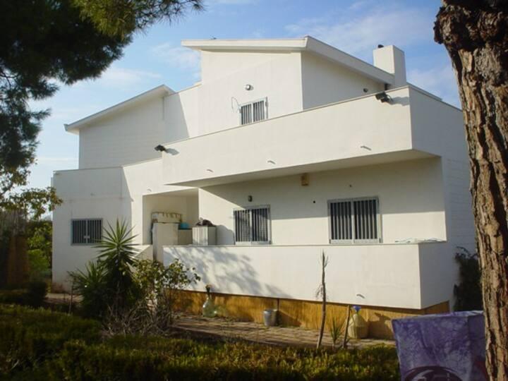 independment apartment in villa 700mt from tha sea