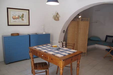 The  Blue Cellar -  Elba island - Capoliveri - Byt