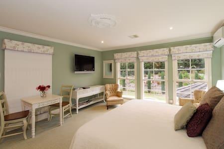 Monet Room, free WIFI, - Traralgon