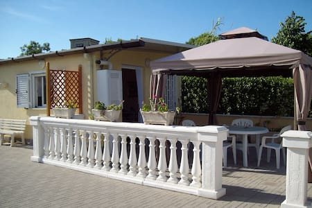 Lilia's villa on the Lido di Fondi - Fondi - Villa