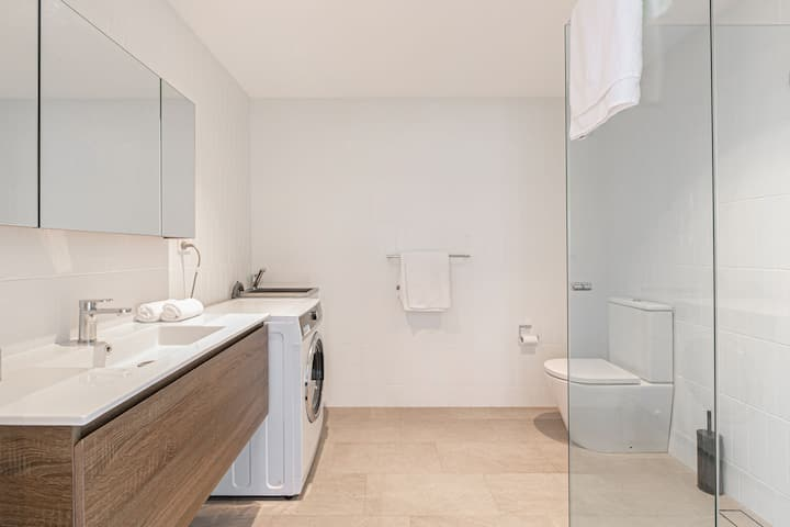 Sunny Private Apartment In Strathfield CBD B05