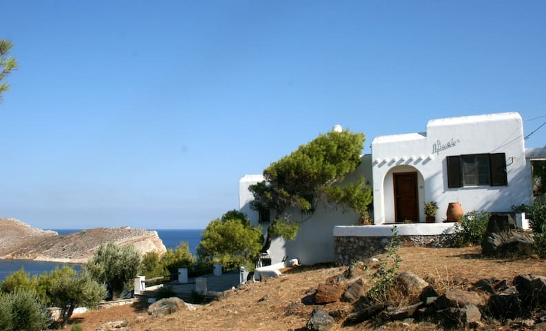 Superb Villa with great free view. Syros-Cyclades - Siros - Hus