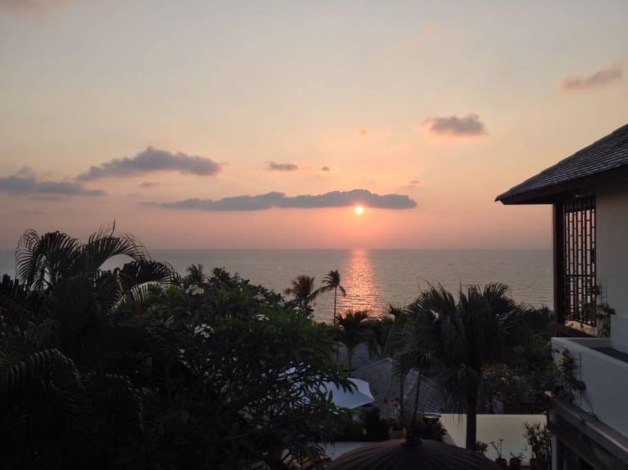 Beautifแบ sunrise from our pool terrace... Good Morniหรี่