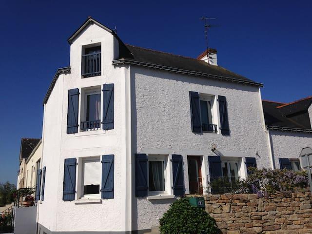 Bonita casa al lado del mar, 4 km, en un pueblo - Muzillac - Huis